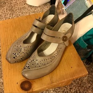 Rieker Leather Mary Jane Low Heels Size 9